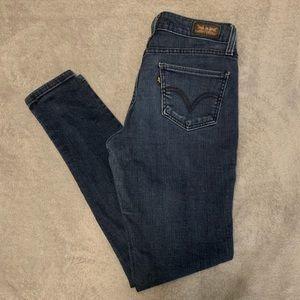 Dark blue Levi's jeans. Size 7M